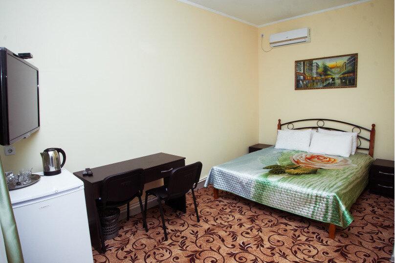 Двухместный с одной большой кроватью, улица Карла Маркса, 54-А, Симферополь - Фотография 1