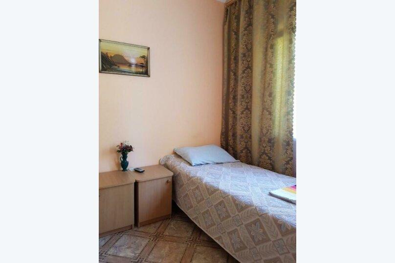 2-х местный номер на первом этаже с балконом, улица Челюскинцев, 109а, Севастополь - Фотография 15