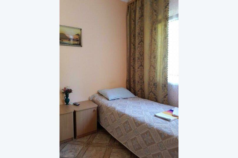 2-х местный номер на первом этаже с балконом, улица Челюскинцев, 109а, Севастополь - Фотография 17