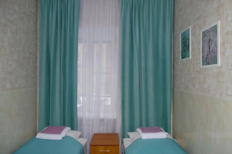 Двухместный номер с 2 отдельными кроватями и собственной внешней ванной комнатой №2, Большая Морская улица, 31, Санкт-Петербург - Фотография 1