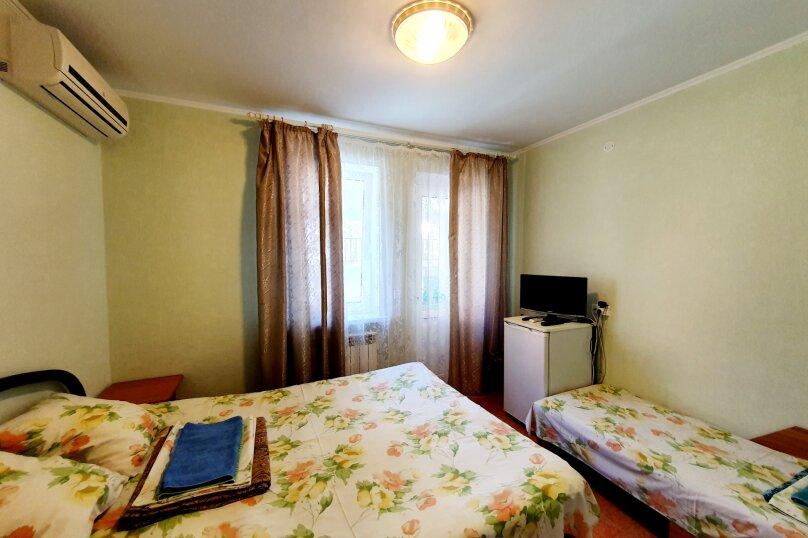 Трехместный стандарт 2-й этаж, улица Толстого, 38А, Геленджик - Фотография 2