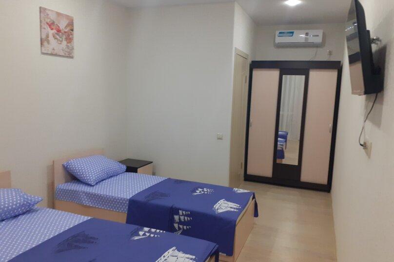 Стандарт 3-х местный с двуспальной и односпальной кроватью на втором этаже, Зеленая, 23-А, Новофёдоровка, Саки - Фотография 1