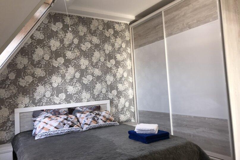 Люкс двухкомнатный , улица Калинина, 10, Керчь - Фотография 1