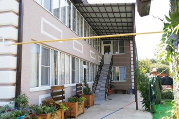 """Гостевой дом """"Бублик"""", Черноморская улица, 19 на 9 комнат - Фотография 1"""