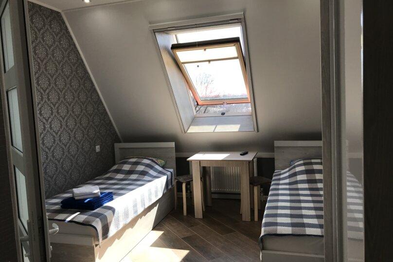 Комфортный номер с кухней , улица Калинина, 10, Керчь - Фотография 1