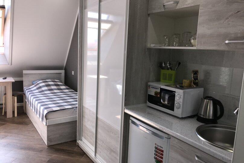 Комфортный номер с кухней , улица Калинина, 10, Керчь - Фотография 2