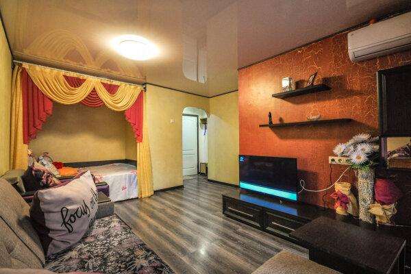 1-комн. квартира, 30 кв.м. на 5 человек, проспект Ленина, 11, Новороссийск - Фотография 1