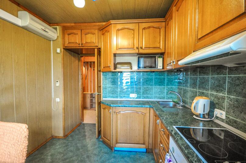 2-комн. квартира, 55 кв.м. на 5 человек, улица Толстого, 17, Новороссийск - Фотография 17