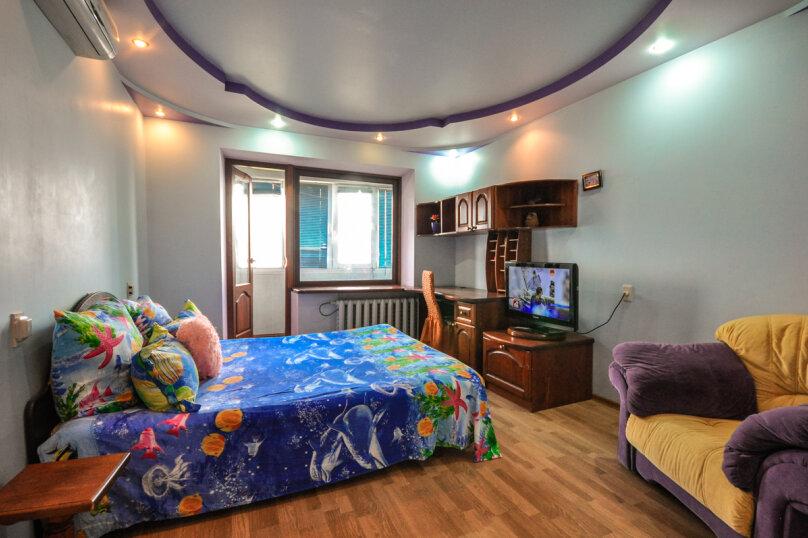 2-комн. квартира, 55 кв.м. на 5 человек, улица Толстого, 17, Новороссийск - Фотография 1