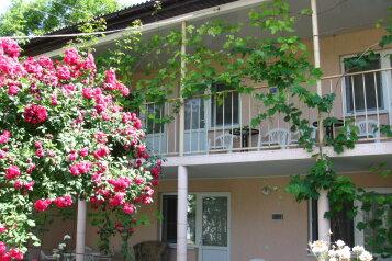 """Гостевой дом """"Роза"""" , Нефтяной переулок, 2 на 13 комнат - Фотография 1"""