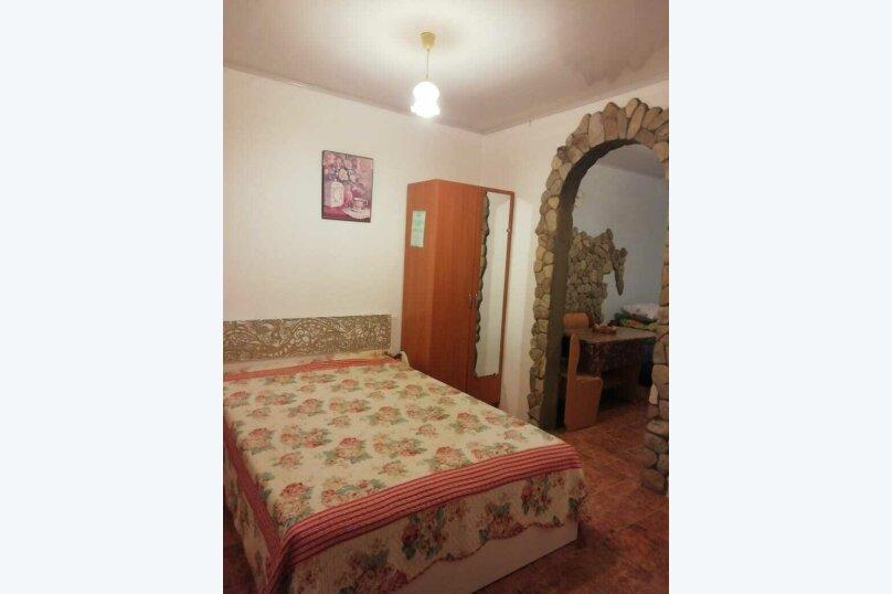 Трехместный номер с удобствами №8 Этаж 2, Черноморская улица, 27, Ольгинка - Фотография 1