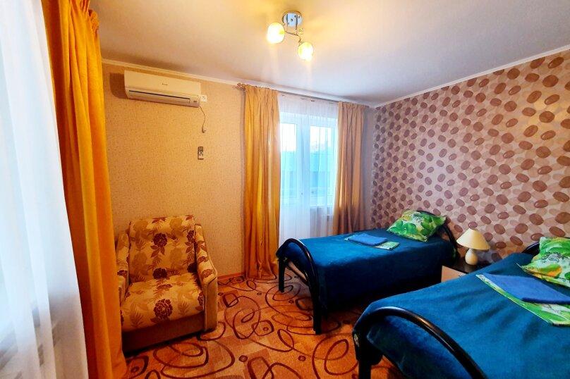 Двухместный полулюкс + доп. место 2-й этаж с раздельными кроватями, улица Толстого, 38А, Геленджик - Фотография 1