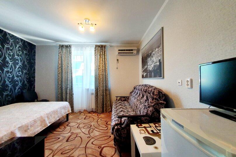 Трехместный  полулюкс + доп. место 2-й этаж , улица Толстого, 38А, Геленджик - Фотография 2