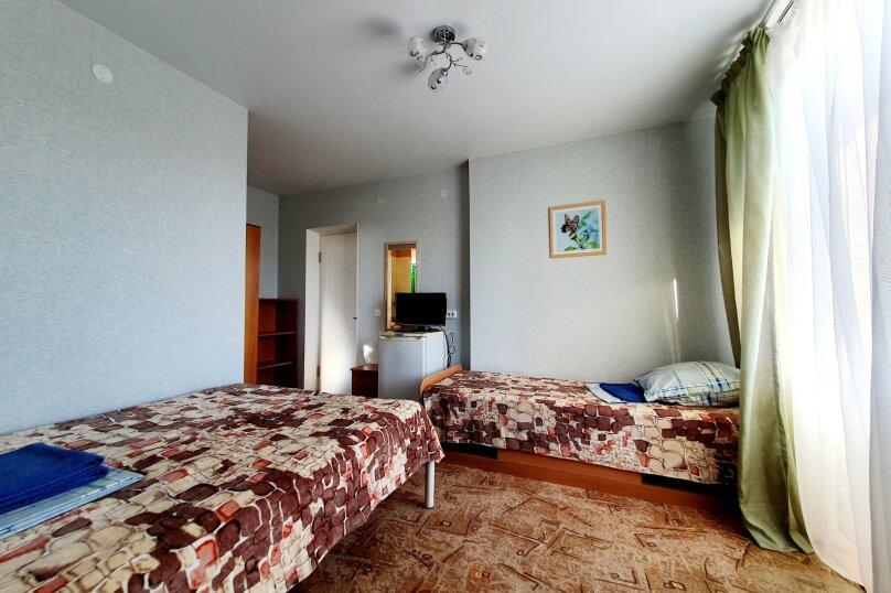 Трехместный  полулюкс + доп. место 3-й этаж , улица Толстого, 38А, Геленджик - Фотография 1