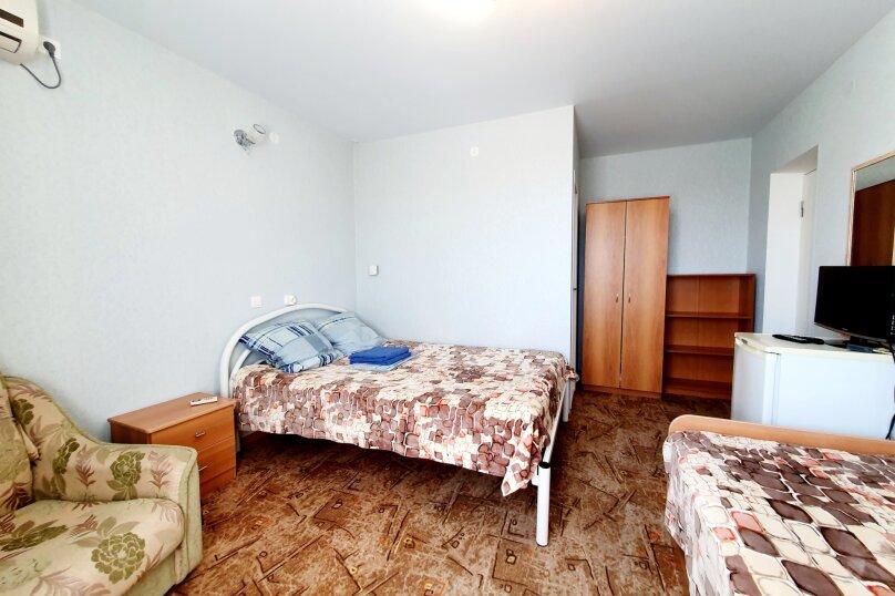 Трехместный  полулюкс + доп. место 3-й этаж , улица Толстого, 38А, Геленджик - Фотография 3