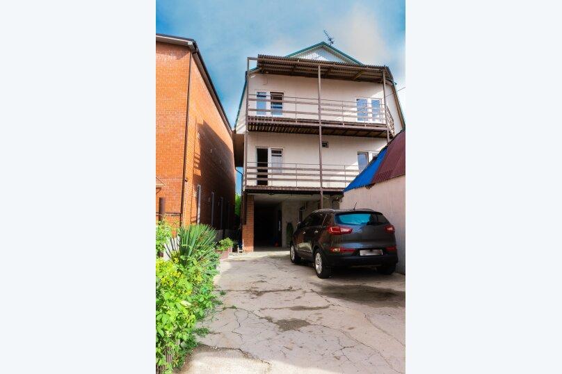 """Частный дом """"Milana"""", Черноморская улица, 16 на 9 комнат - Фотография 1"""