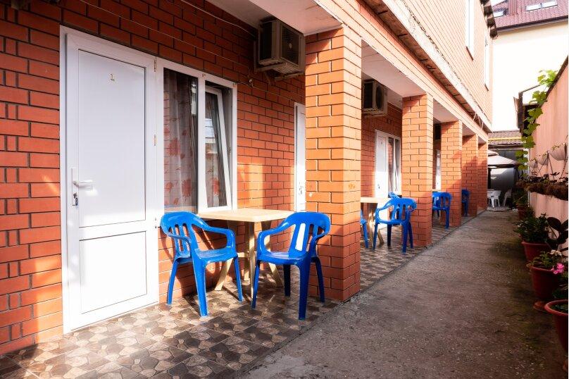 """Частный дом """"Milana"""", Черноморская улица, 16 на 9 комнат - Фотография 2"""