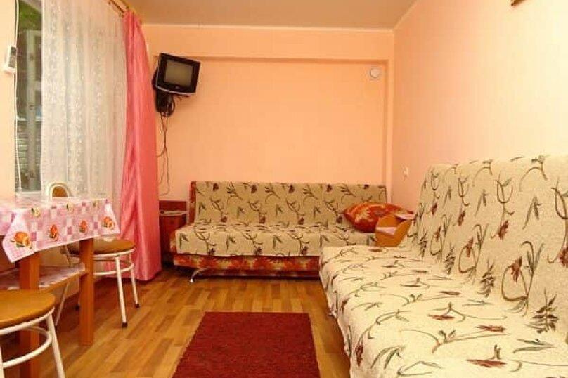 Люкс под лестницей, Народная улица, 5-А, Феодосия - Фотография 1