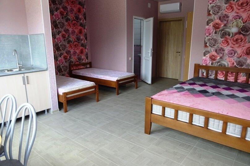 4-х местный номер с кухней, улица Сьянова, 28А, Лазаревское - Фотография 1