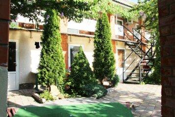"""Гостевой дом """"У Аси"""", Солнечная улица, 3 на 15 комнат - Фотография 1"""