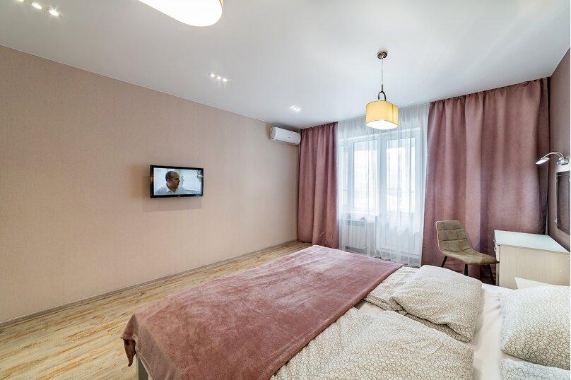 3-комн. квартира, 100 кв.м. на 6 человек, улица Павлюхина, 128, Казань - Фотография 2