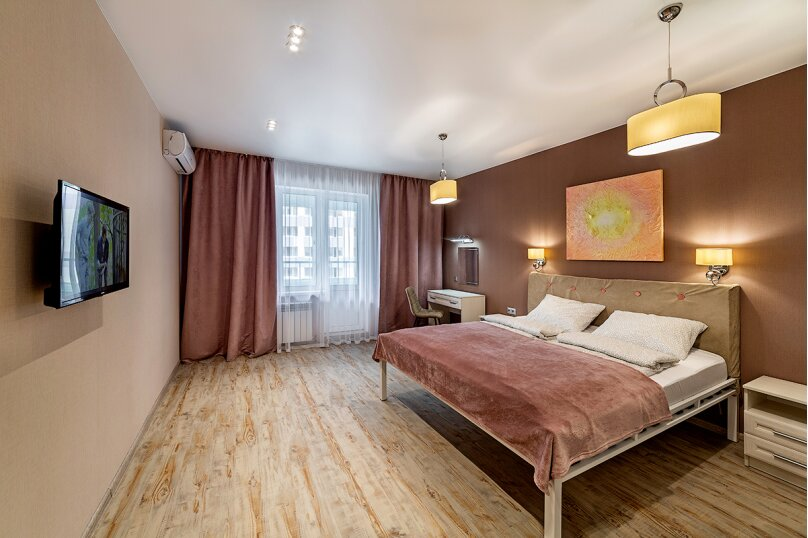 3-комн. квартира, 100 кв.м. на 6 человек, улица Павлюхина, 128, Казань - Фотография 1