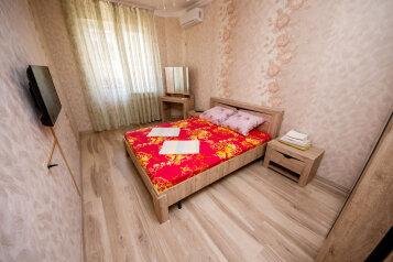 Дом, 450 кв.м. на 10 человек, 4 спальни, микрорайон Марьинский, улица Доктора Сульжинского, 19, Геленджик - Фотография 1