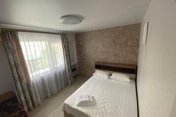 Дом, 100 кв.м. на 8 человек, 2 спальни, улица Соловьёва, 14Р, Ялта - Фотография 1