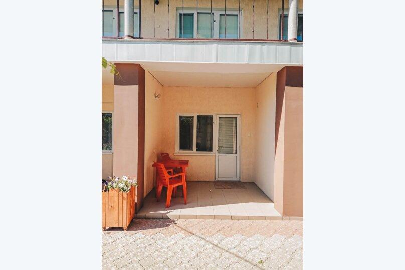 """Гостевой дом """"Laguna"""", улица Комарова, 24 на 11 комнат - Фотография 2"""