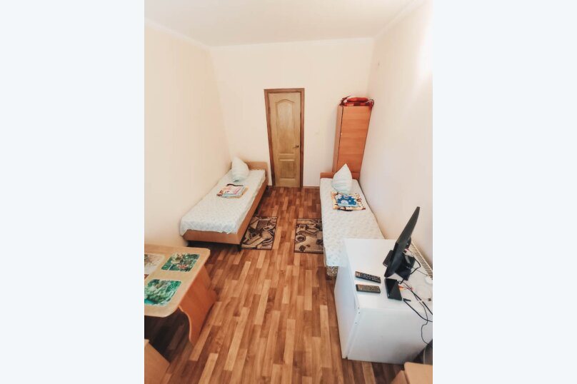 """Гостевой дом """"Laguna"""", улица Комарова, 24 на 11 комнат - Фотография 1"""