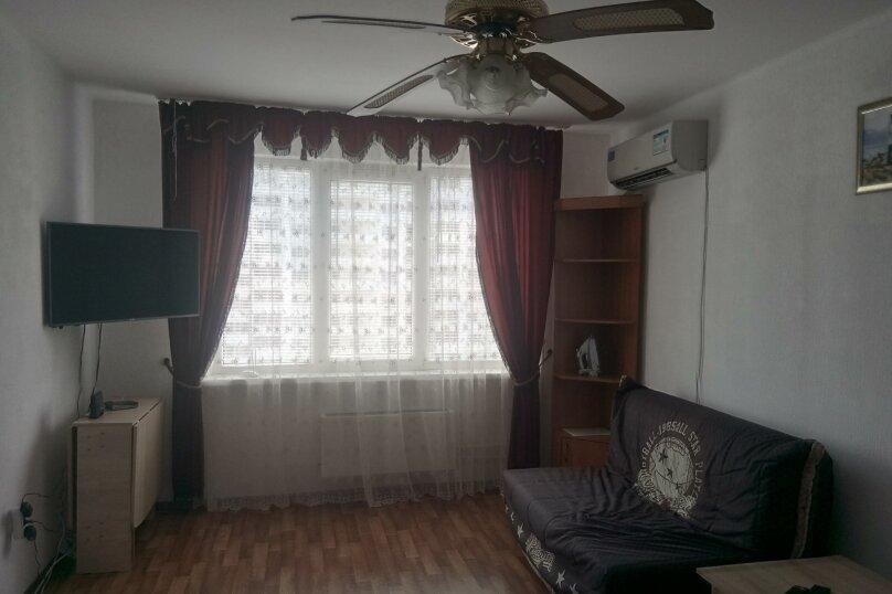 1-комн. квартира, 38 кв.м. на 4 человека, проспект Ленина, 105, Новороссийск - Фотография 1