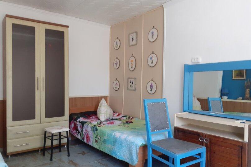 Номер 3-местный с кухней 1-ый этаж, 3-я линия, левая часть, 23, поселок Орджоникидзе, Феодосия - Фотография 1