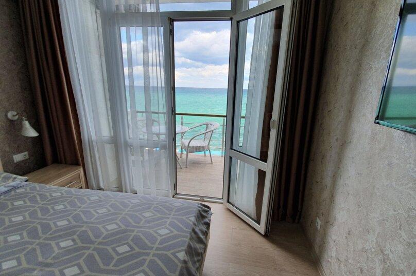 Полулюкс на 2м этаже с балконом и  видом на море , улица Княгини Гагариной,  135, Утес - Фотография 1