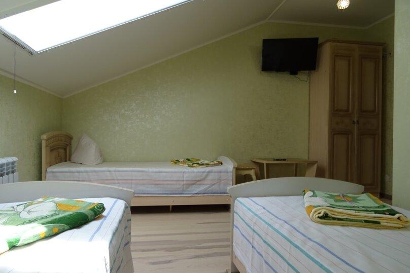 Номера с 3 односпальными кроватями, улица Комарова, 1, Витязево - Фотография 1