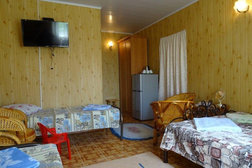 Номер двуспальной и односпальной кроватями, улица Комарова, 1, Витязево - Фотография 1