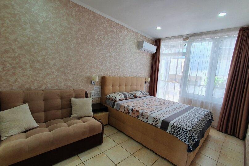 Номер на 5м этаже с балконом и видом во внутренний  двор(полулюкс)., улица Княгини Гагариной,  135, Утес - Фотография 1