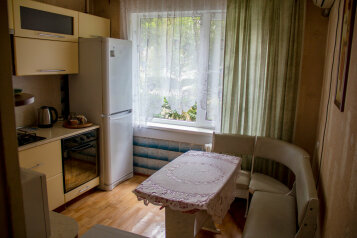 2-комн. квартира, 75 кв.м. на 4 человека, улица Янышева, 114, Ейск - Фотография 1