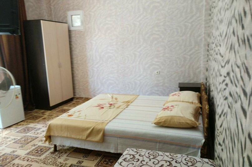 2-й. этаж, 5-я. комната, 4-х. местный., Черноморская, 4а, Ольгинка - Фотография 1