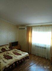 Коттедж, 90 кв.м. на 8 человек, 3 спальни, Октябрьская улица, 61, Алушта - Фотография 1