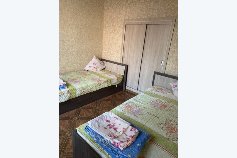 """Гостевой дом """"На 3 Поперечной 4"""", 3-я Поперечная улица, 4 на 2 комнаты - Фотография 32"""