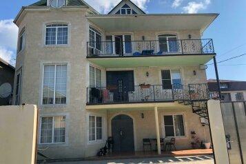 """Гостевой дом """"На Листопадной 32"""", Листопадная улица, 32 на 13 комнат - Фотография 1"""