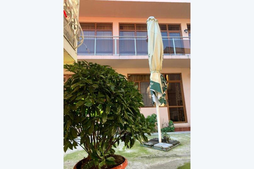 """Гостевой дом """"La familya"""", улица Султана Сосналиева, 26 на 24 комнаты - Фотография 1"""