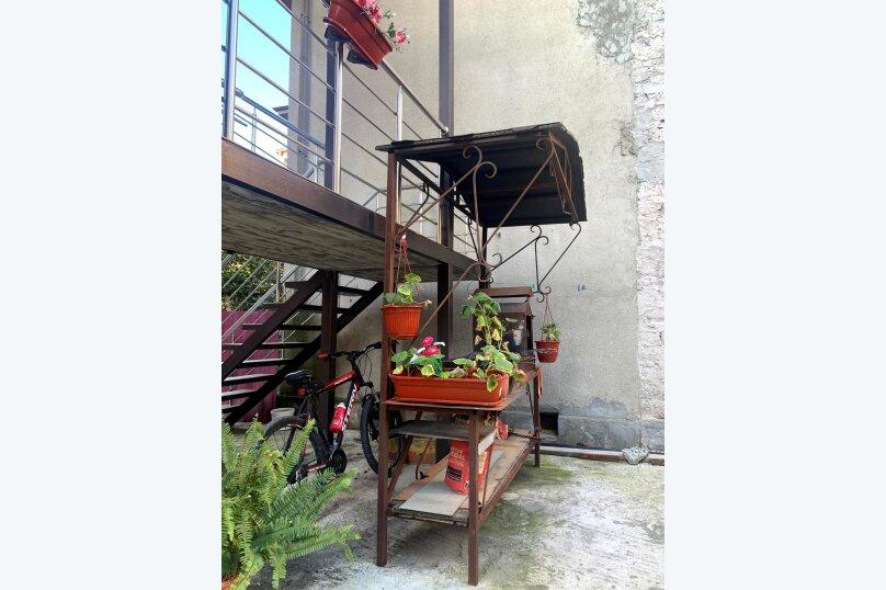 """Гостевой дом """"La familya"""", улица Султана Сосналиева, 26 на 24 комнаты - Фотография 13"""