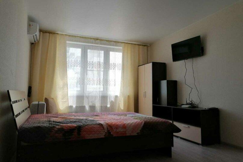 1-комн. квартира, 40 кв.м. на 5 человек, улица Мурата Ахеджака, 21, Новороссийск - Фотография 1