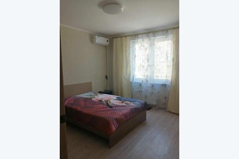 2-комн. квартира, 65 кв.м. на 6 человек, улица Мурата Ахеджака, 21, Новороссийск - Фотография 1
