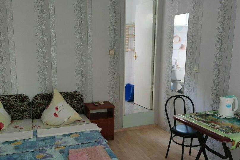 № 25, с удобствами и кондиционером, 2 этаж, на 2 чел. , улица Танкистов, 19, Судак - Фотография 1