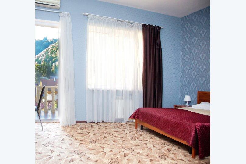 Комфорт двухместный с балконом, улица Мичурина, 5, Красная Поляна - Фотография 1