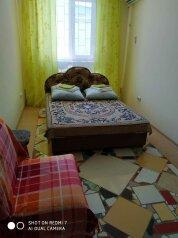 3-комн. квартира, 65 кв.м. на 8 человек, Симферопольское шоссе, 24Б, Феодосия - Фотография 1