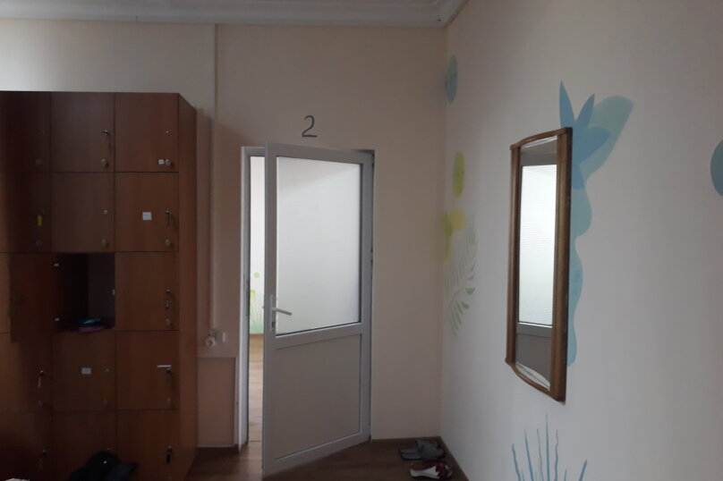 спальное место в 6 ти местном номере для женщин , улица Чехова, 28, Ялта - Фотография 1