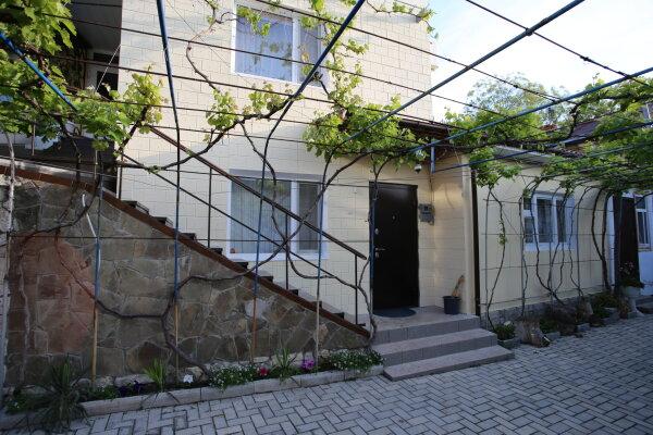 1 этаж дома 3 комнаты под ключ, 75 кв.м. на 7 человек, 3 спальни, Русская улица, 45, Феодосия - Фотография 1